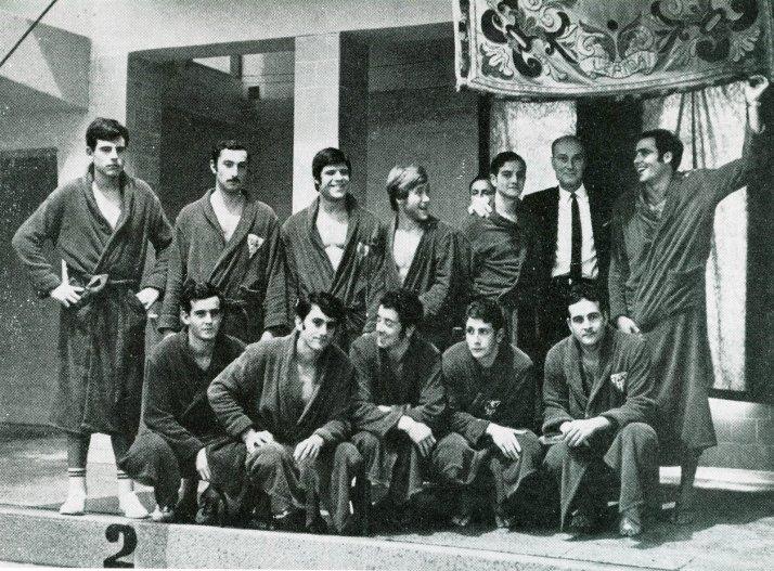 Jugadores del Club Natacion Barcelona, campeones de la liga española en 1969. Arriba: Jane, Llimos, Zubicoa, Olle, Mas, Sarosi (entrenador), Borrell. Abajo: Escartin, Bestit, Rubio, Codera, Casas.