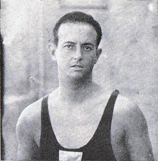 """Joan Barba, jugador emblemático del equipo """"azul-amarillo"""" que dominó el panorama waterpolístico de 1914 a 1919. Falleció, víctima de un accidente, en 1920. Y en 1922 el C.N. Barcelona instituyó un Trofeo con su nombre, al que pudieron acceder los clubs sin piscina, como el Athlétic, el Sabadell, el Mataró y el Arenys."""